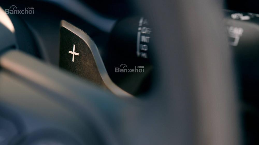 Đánh giá xe Toyota Corolla Hatchback 2019; Vô-lăng đa chức năng a2
