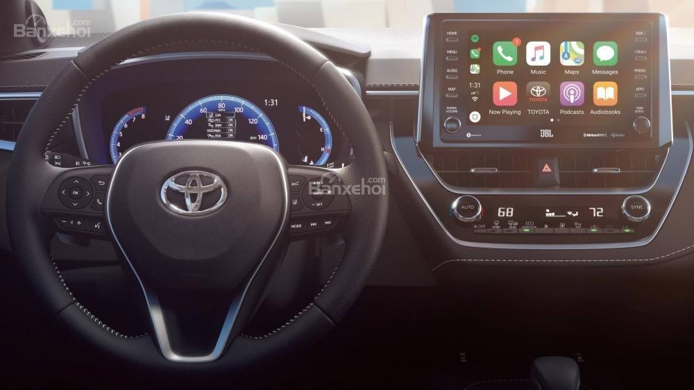 Đánh giá xe Toyota Corolla Hatchback 2019: Khu vực điều khiển quanh người lái.