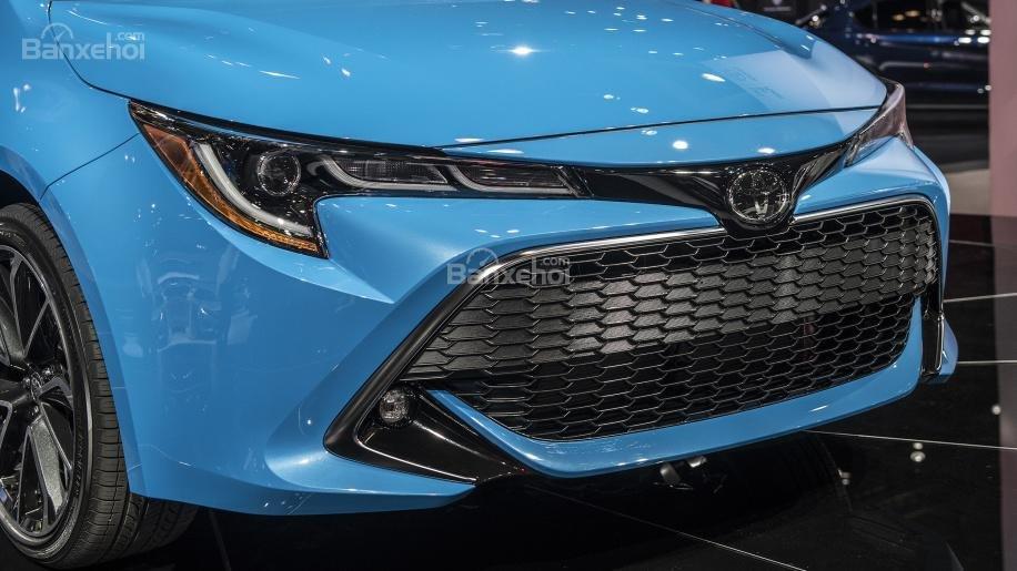 Lưới tản nhiệt xe Toyota Corolla Hatchback 2019