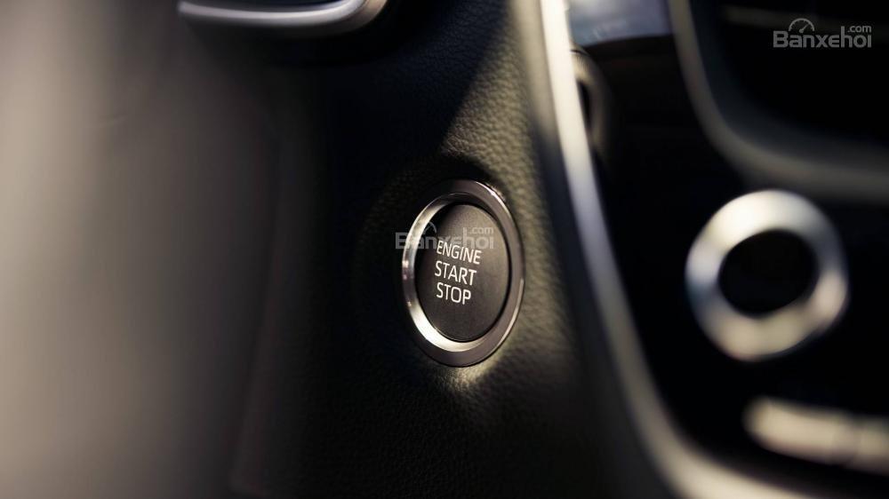 Đánh giá xe Toyota Corolla Hatchback 2019: Nút bấm khởi động.