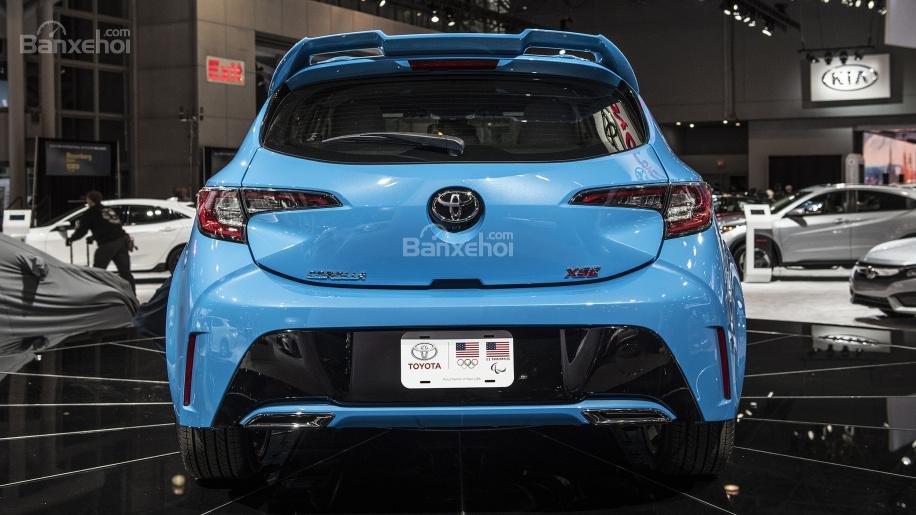 Đánh giá xe Toyota Corolla Hatchback 2019 về thiết kế đuôi xe /