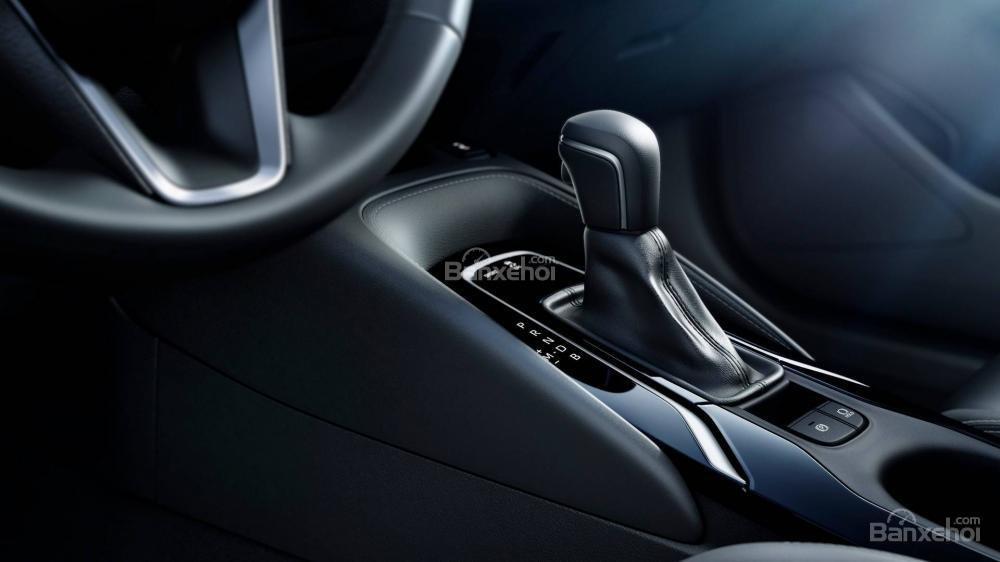 Đánh giá xe Toyota Corolla Hatchback 2019: Khu vực cần số.
