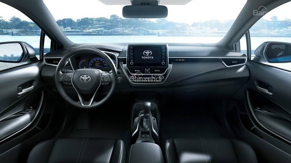 Đánh giá xe Toyota Corolla Hatchback 2019 về khoang nội thất.