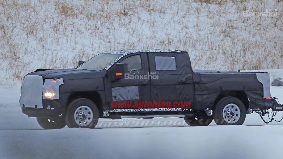 Ảnh chạy thử mới đây của Chevrolet Silverado HD 2020 3a