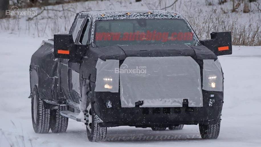 Ảnh chạy thử mới đây của Chevrolet Silverado HD 2020 1a