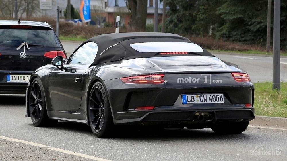 Bắt gặp Porsche 911 Speedster đời mới lăn bánh khi dạo phố - 3