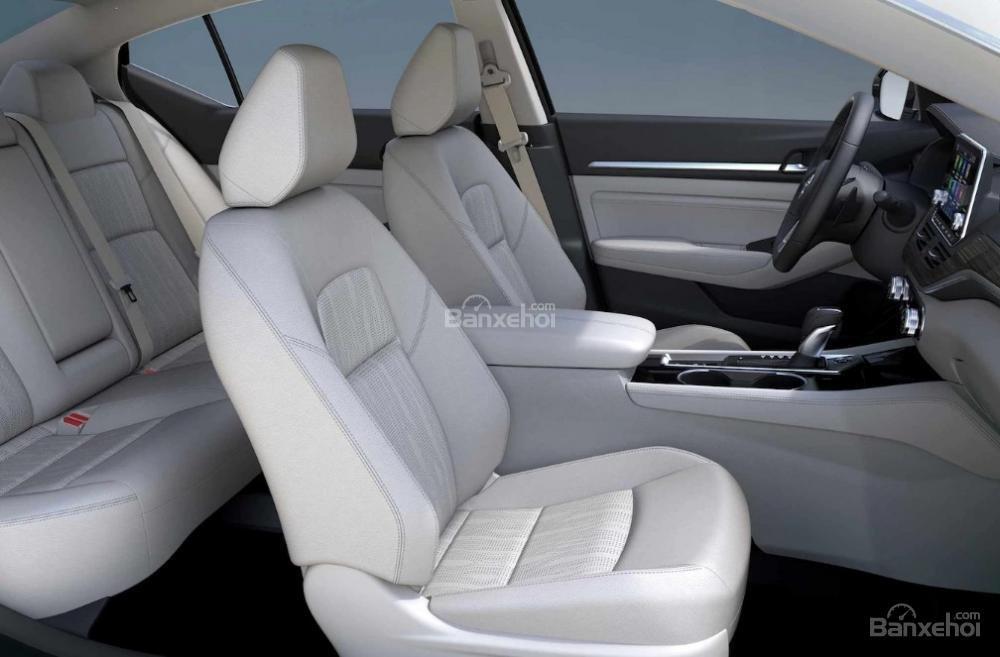 Đánh giá xe Nissan Altima 2019: Hãng ghế trước.