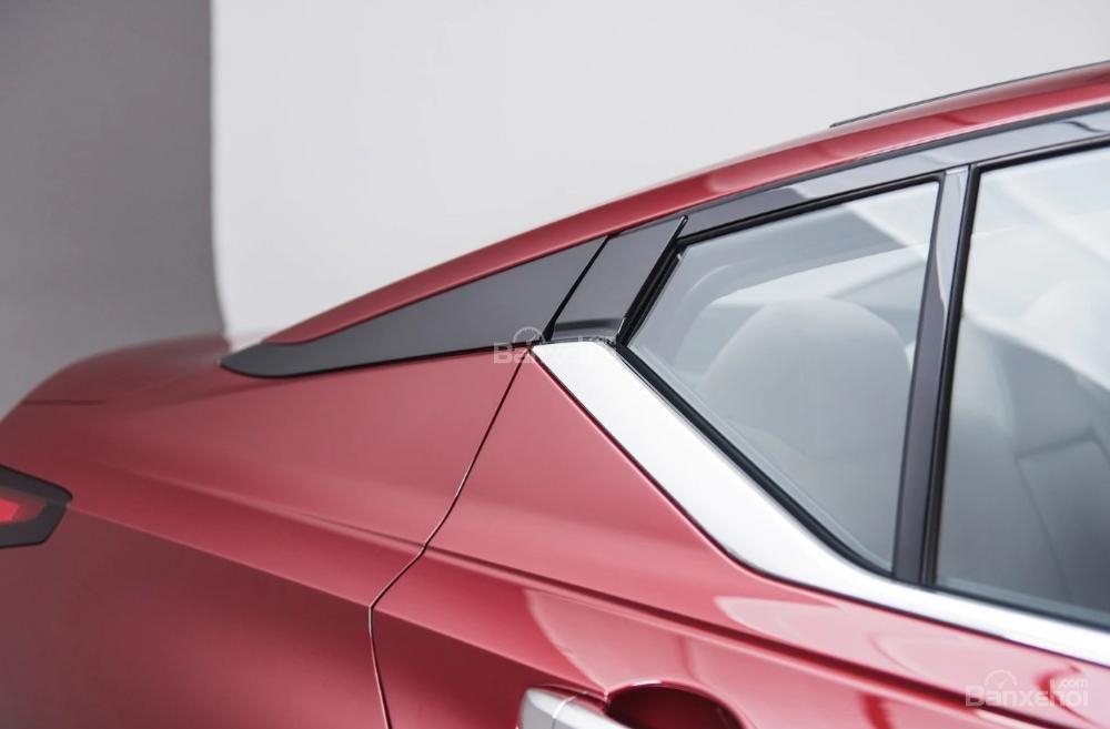 Đánh giá xe Nissan Altima 2019: Cửa kính.