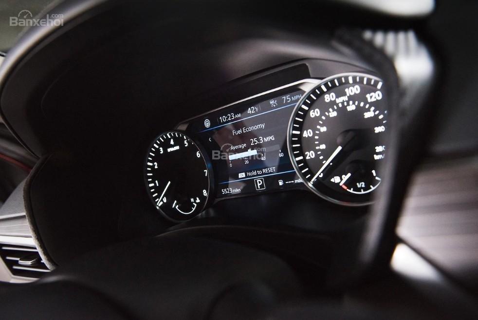 Đánh giá xe Nissan Altima 2019: Cụm đồng hồ.