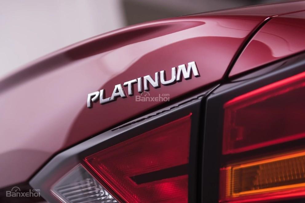 Đánh giá xe Nissan Altima 2019: Đèn hậu.