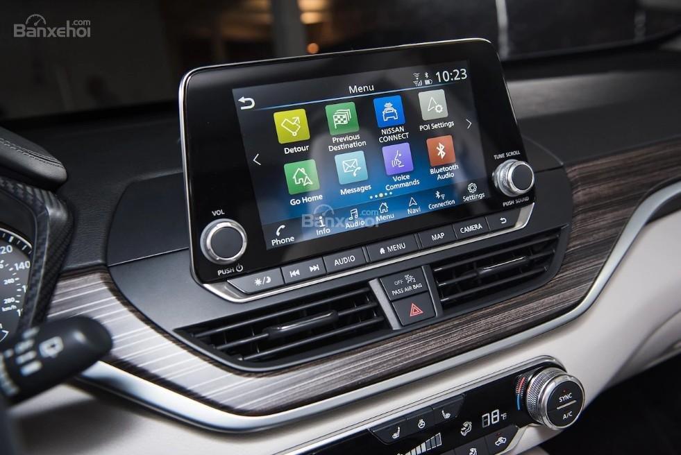 Đánh giá xe Nissan Altima 2019: Xe được trang bị nhiều tiện ích.