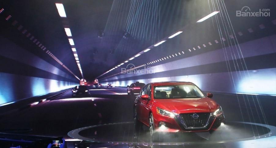 Đánh giá xe Nissan Altima 2019: Hệ thống lái trợ lực điện mới được đánh giá cao.