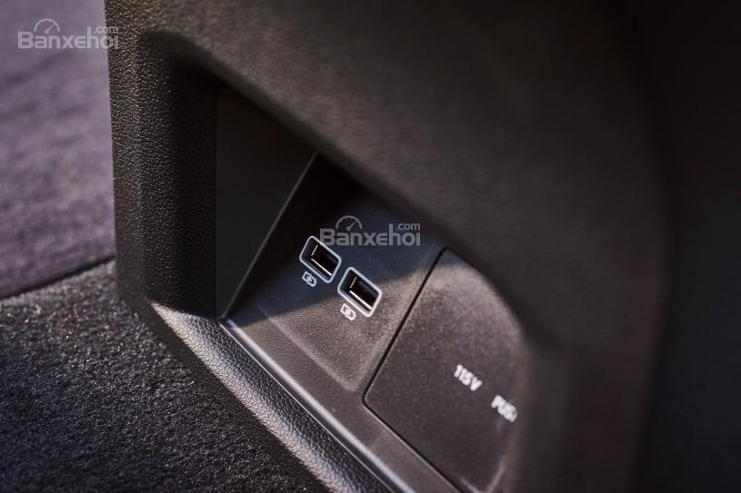 Đánh giá xe Volkswagen Atlas 2018: 4 cổng kết nối USB 2