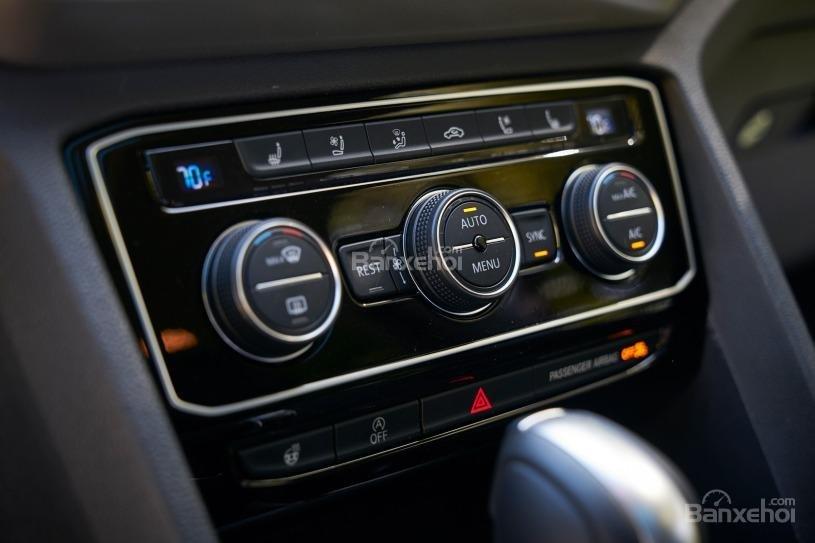 Đánh giá xe Volkswagen Atlas 2018: Cụm phím điều khiển chức năng 2