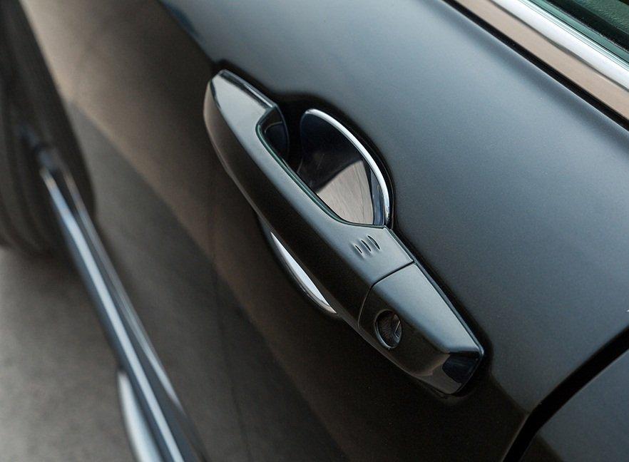 Ảnh chụp tay nắm cửa xe Honda CR-V L 2018