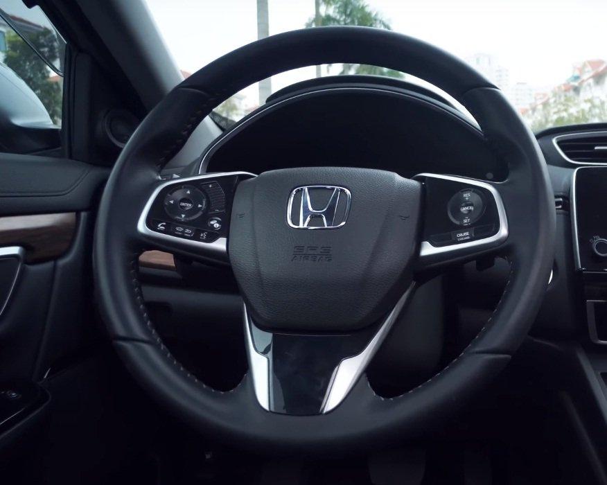 Ảnh chụp vô-lăng xe Honda CR-V L 2018