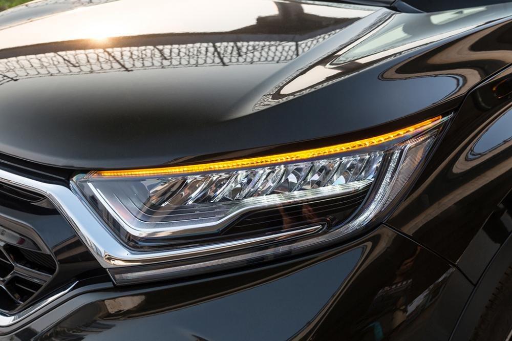Ảnh chụp đèn pha xe Honda CR-V L 2018