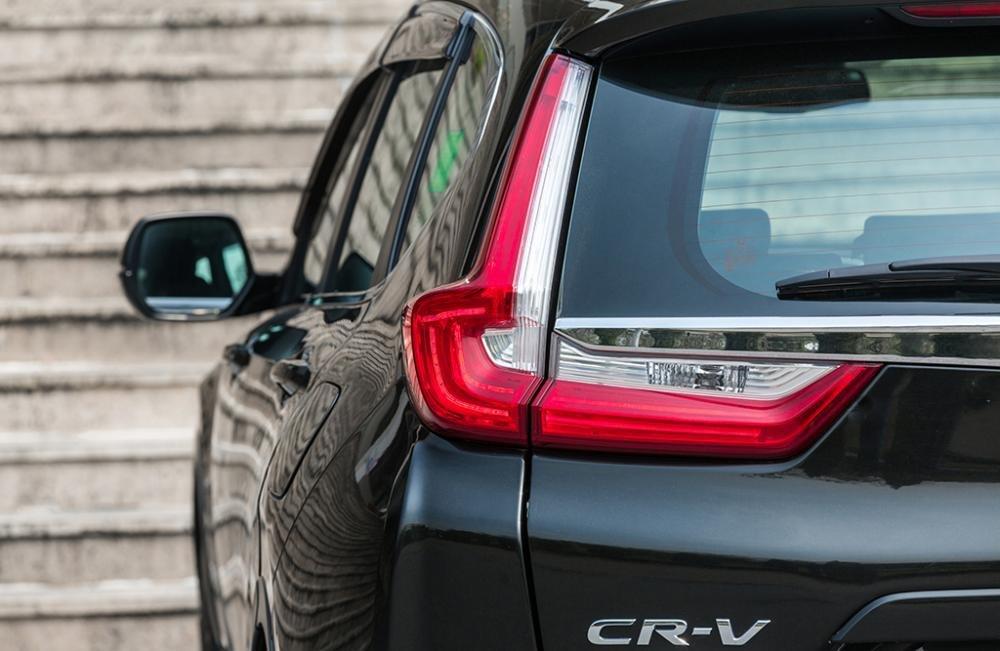 Ảnh chụp đèn hậu xe Honda CR-V L 2018