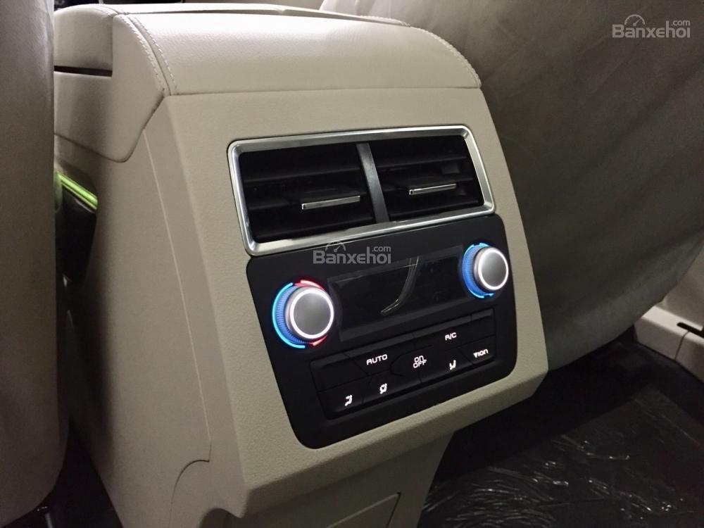Soi thông số kỹ thuật Zotye Z8 - SUV Trung Quốc nhái hàng loạt xe sang có gì? a17
