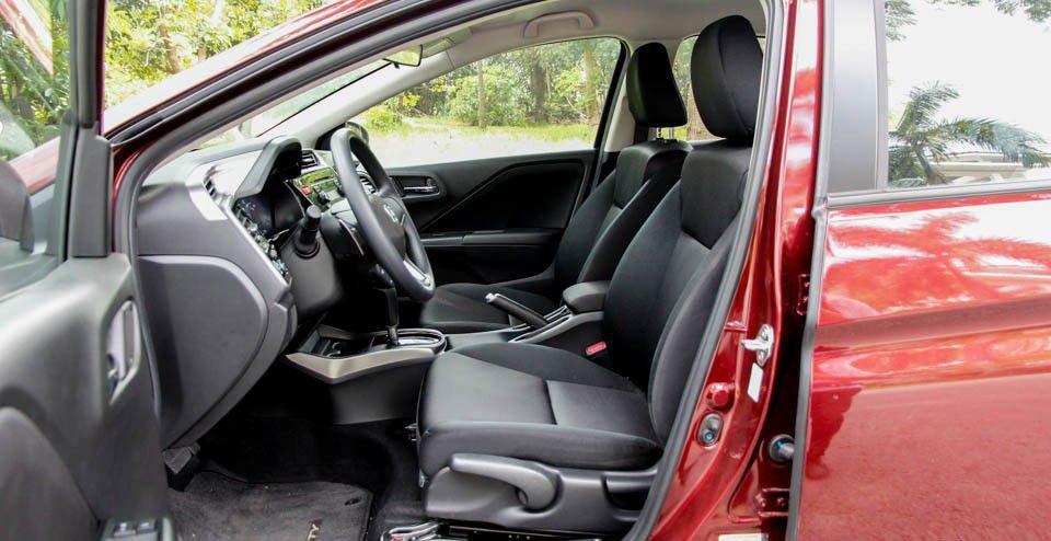 So sánh xe Mazda 2 2018 và Honda Jazz 2018 về ghế xe.