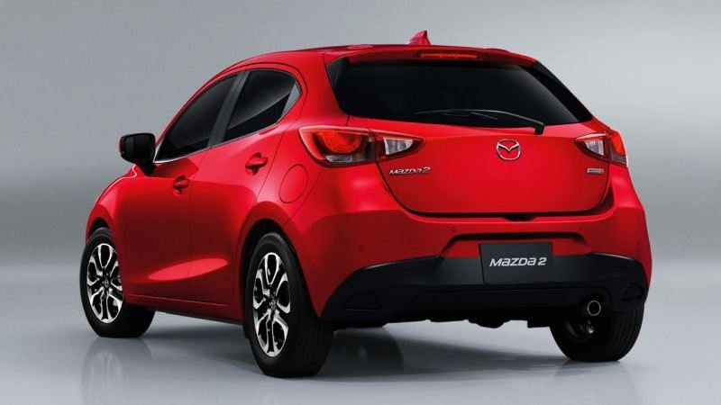 So sánh xe Mazda 2 2018 và Honda Jazz 2018 về thân xe và đuôi xe 3