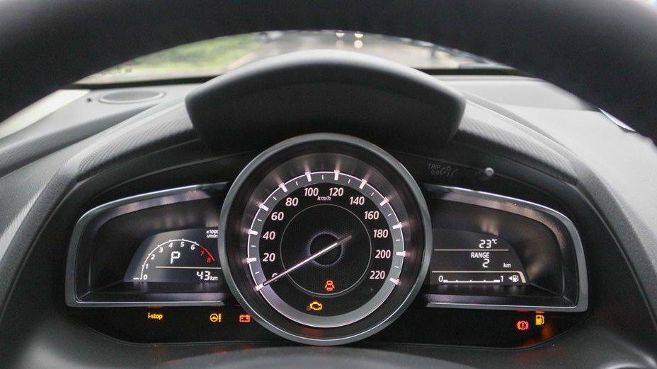 So sánh xe Honda City và Mazda 2 Sedan về ghế xe.