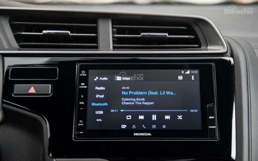 So sánh xe Mazda 2 2018 và Honda Jazz 2018 về trang bị giải trí.