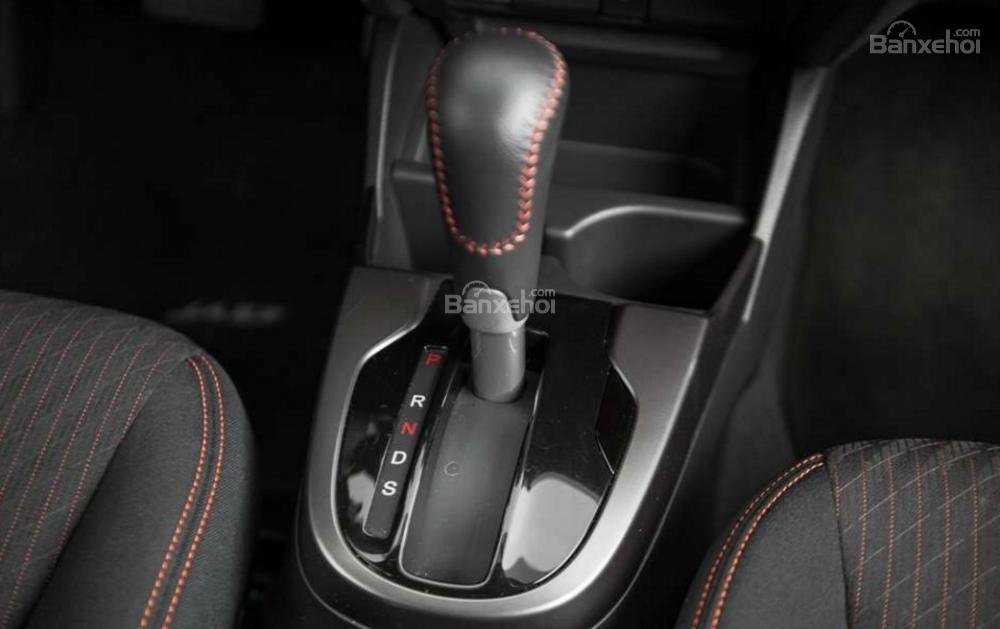 Đánh giá xe Honda Jazz/Fit 2018: Hàng ghế trước của xe.