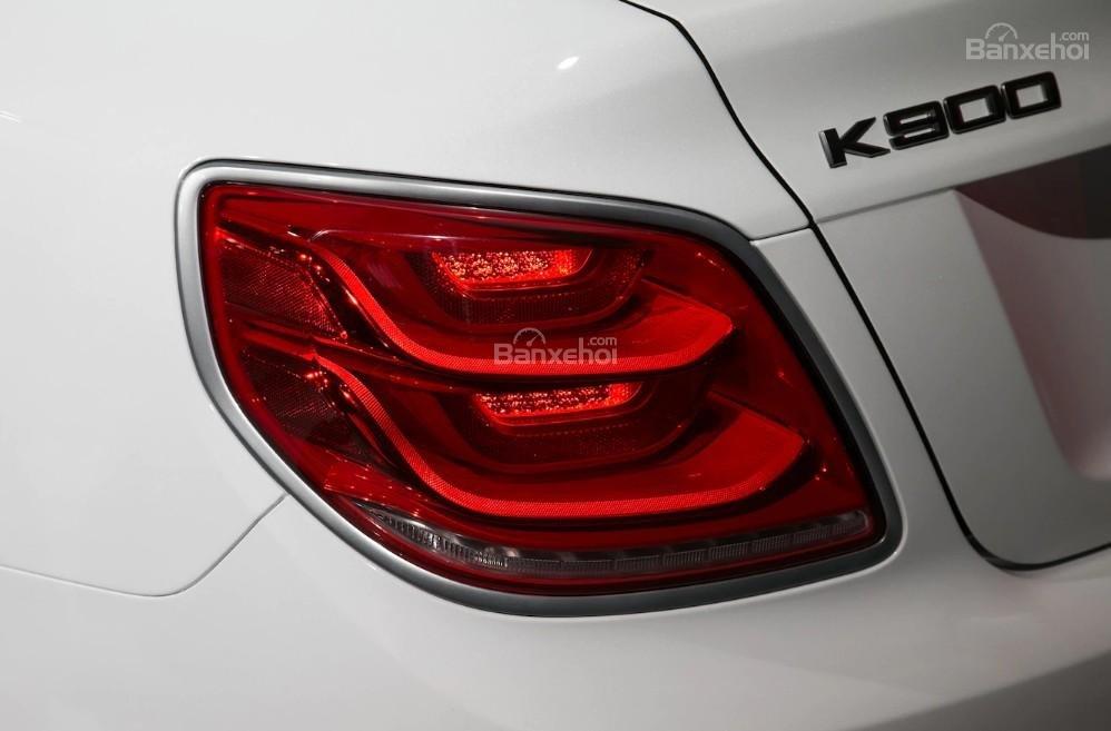 Đánh giá xe Kia K900 2019: Đèn hậu.
