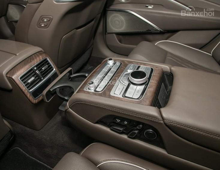 Đánh giá xe Kia K900 2019: Hàng ghế sau với nhiều tính năng.