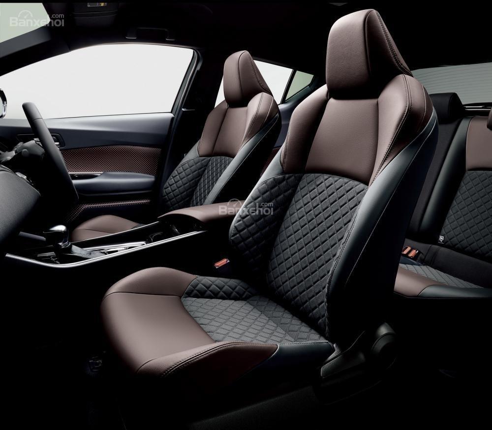 Hệ thống ghế ngồi Toyota C-HR 2018 thoải mái .