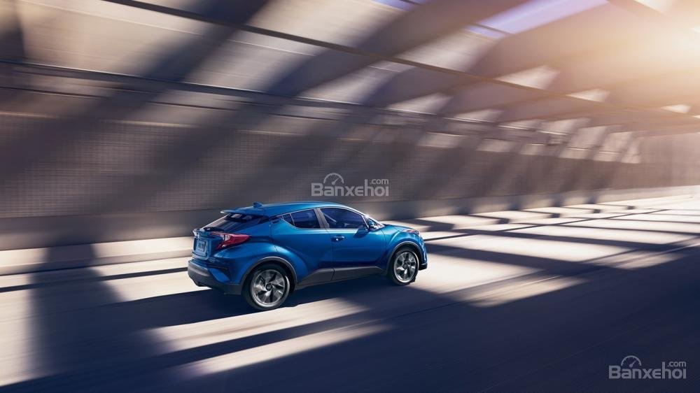 Nhược điểm Toyota C-HR 2018: Tăng tốc chậm trên cao tốc.