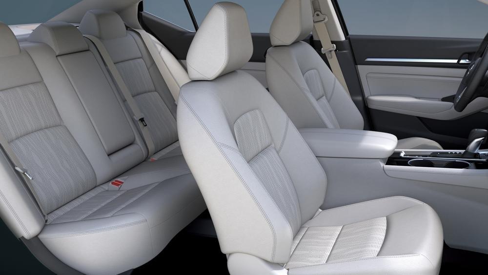 So sánh xe Nissan Altima 2019 và Honda Accord 2018 về ghế ngồi 2