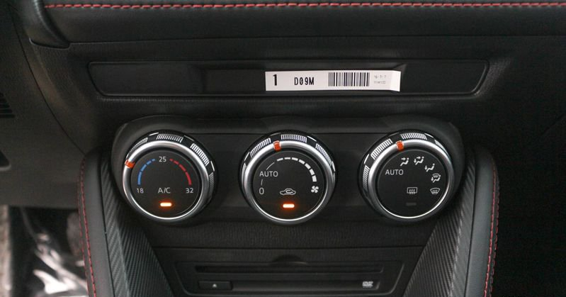 So sánh xe Mazda 2 và Hyundai Accent 2018 về tính năng giải trí.