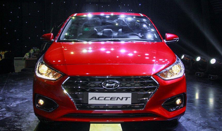 So sánh xe Mazda 2 2018 và Hyundai Accent 2018 về đầu xe.