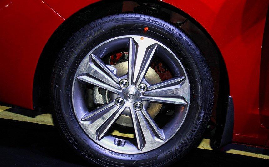 So sánh xe Mazda 2 2018 và Hyundai Accent 2018 về thân xe 6