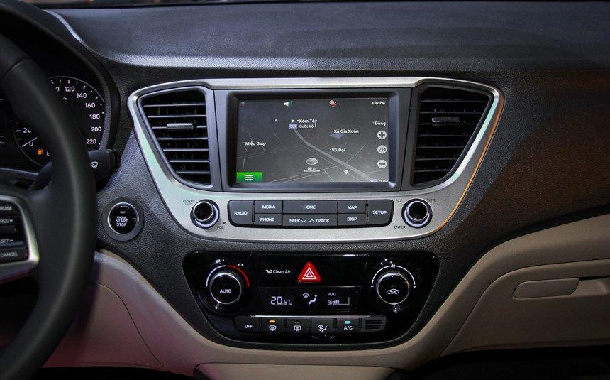 So sánh xe Mazda 2 và Hyundai Accent 2018 về tính năng giải trí 3