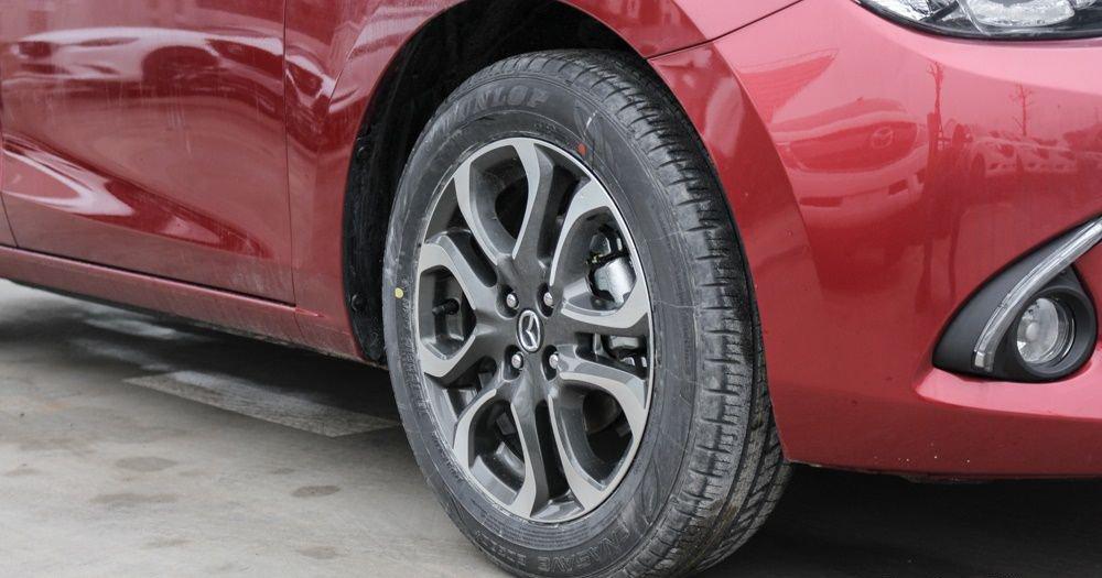 So sánh xe Mazda 2 2018 và Hyundai Accent 2018 về thân xe 8