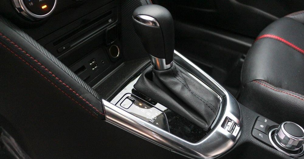 So sánh xe Mazda 2 và Hyundai Accent 2018 về tính năng giải trí 9