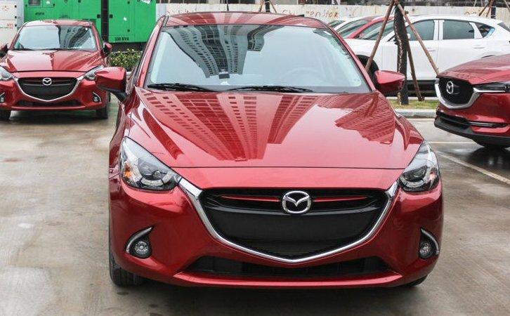 So sánh xe Mazda 2 2018 và Hyundai Accent 2018 về đầu xe 3
