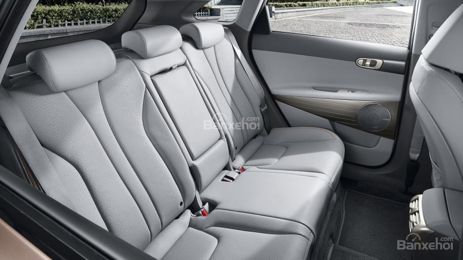 Đánh giá xe Hyundai Nexo 2019: Ghế sau rộng với nhiều không gian để chân z