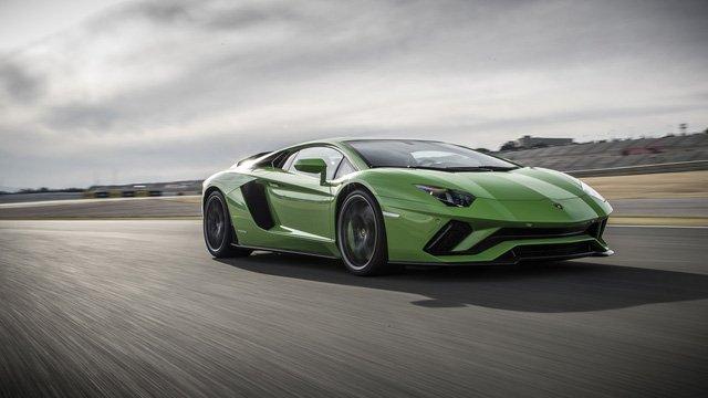 Điều gì tạo nên sự hấp dẫn cho Lamborghini Aventador S? a10