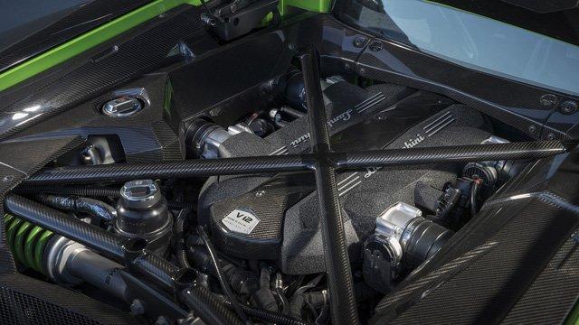Điều gì tạo nên sự hấp dẫn cho Lamborghini Aventador S? a5