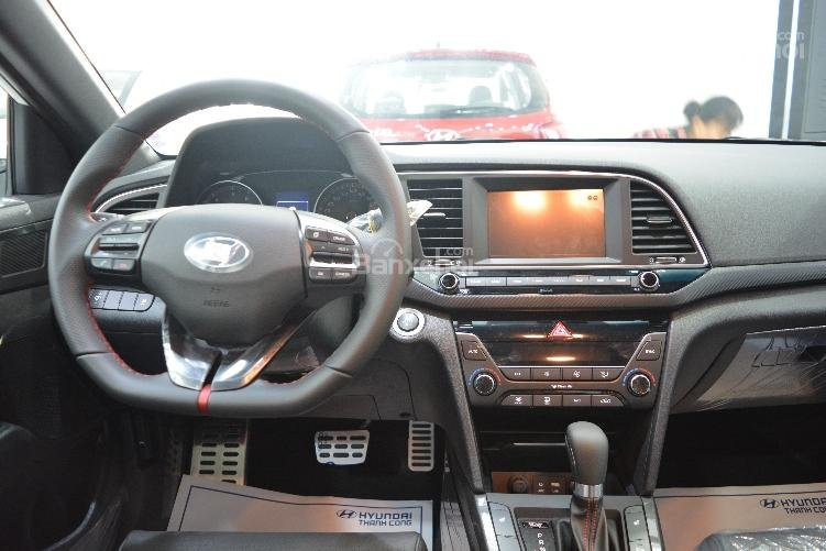 Bán xe Elantra 1.6 Turbo thể thao - Khuyến mãi hấp dẫn trong tháng-3