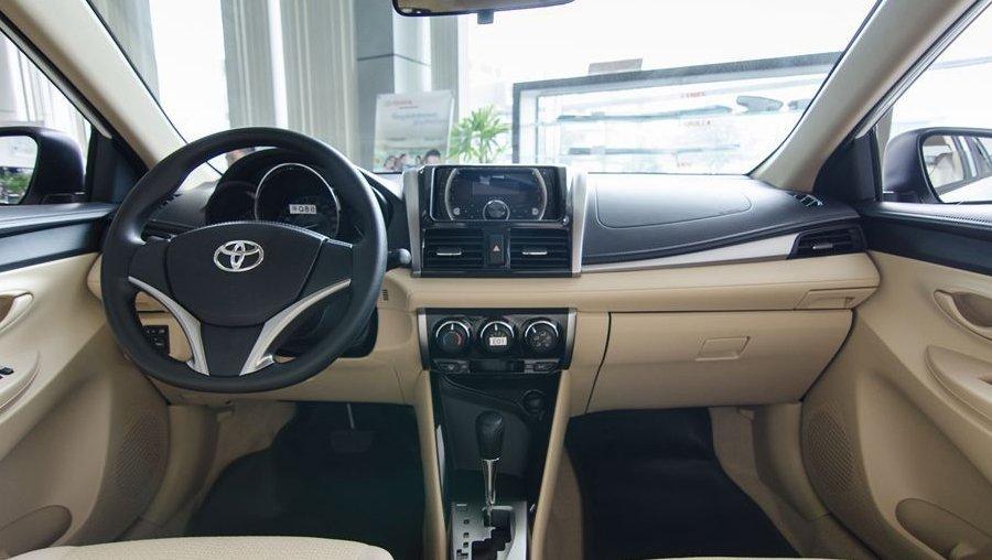 So sánh xe Hyundai Accent 2018 phiên bản 1.4AT đặc biệt và Toyota Vios 1.5G CVT 2018 về khoang cabin 1