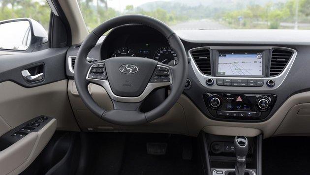 So sánh xe Hyundai Accent 2018 phiên bản 1.4AT đặc biệt và Toyota Vios 1.5G CVT 2018 về khoang cabin 2
