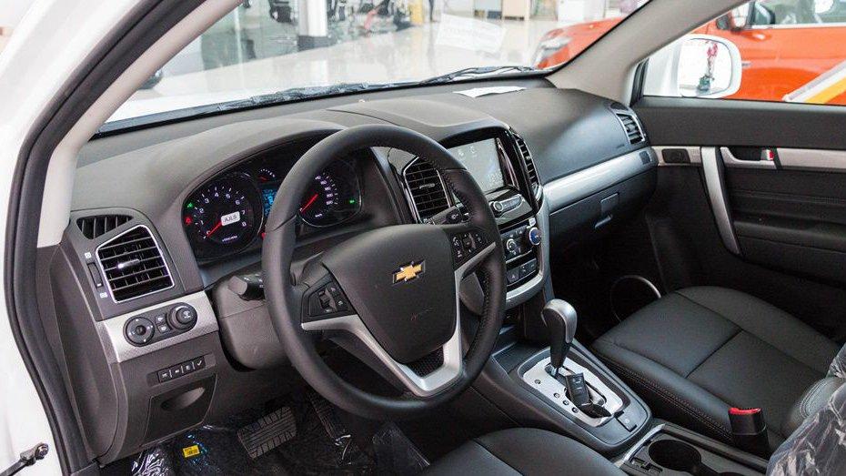 Chevrolet Captiva Revv 2018 và Kia Sorento 2018 đều sở hữu nội thất dạng 5+2 3