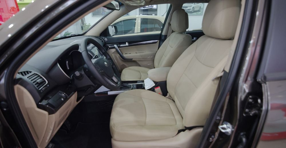 So sánh xe Chevrolet Captiva Revv 2018 và Kia Sorento 2018 về ghế xe 3