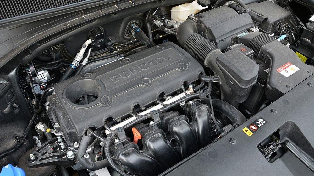 Chevrolet Captiva Revv 2018 cho cảm giác lái đầm chắc hơn nhưng Kia Sorento 2018 mạnh mẽ hơn.