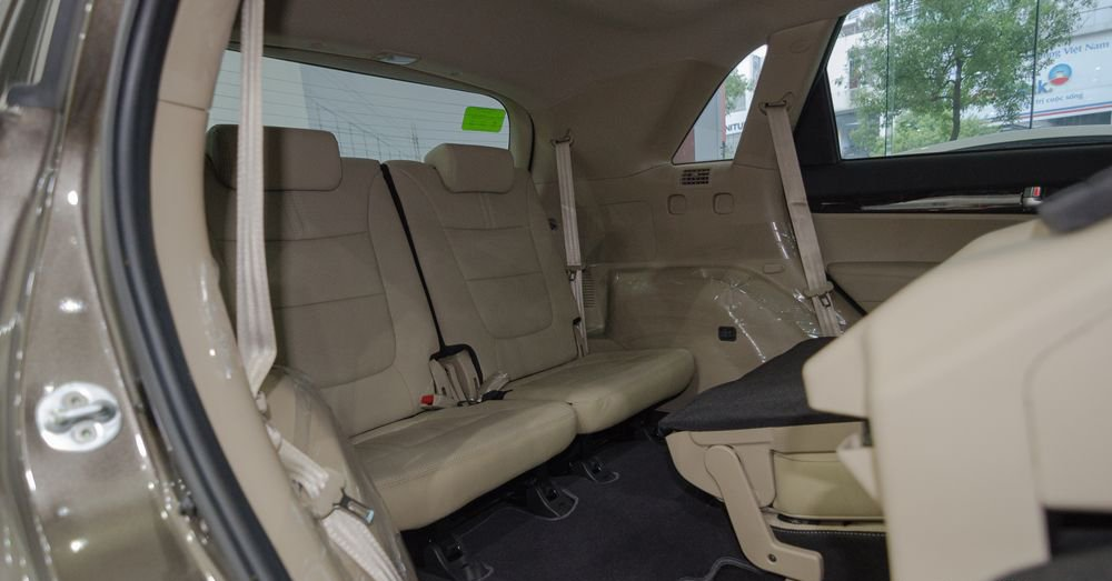 So sánh xe Chevrolet Captiva Revv 2018 và Kia Sorento 2018 về ghế xe 10